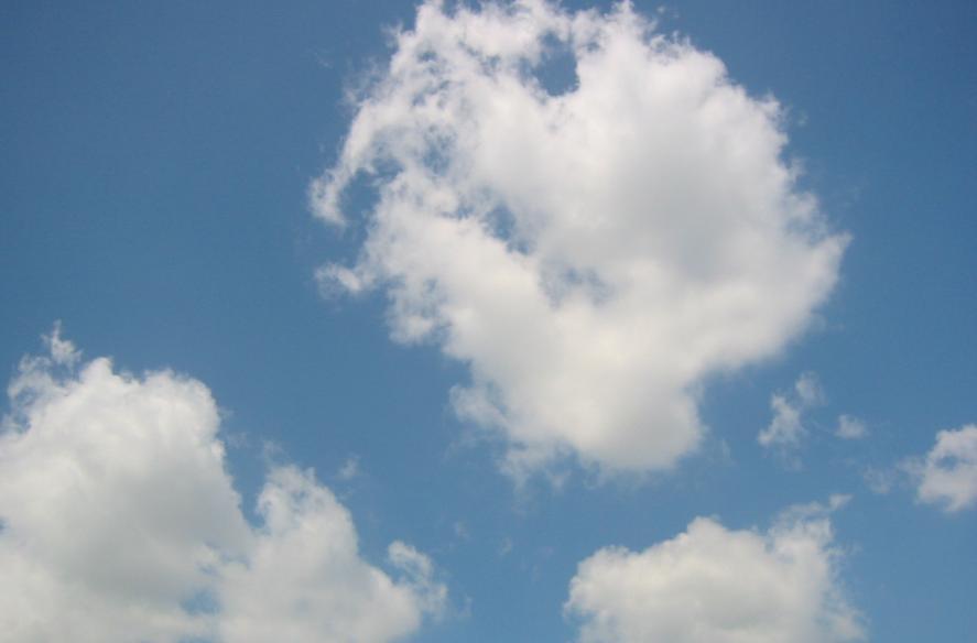 nori pe cerul senin