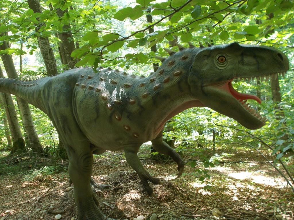 dinozaur-in-padure-dino-park-rasnov-1024x768