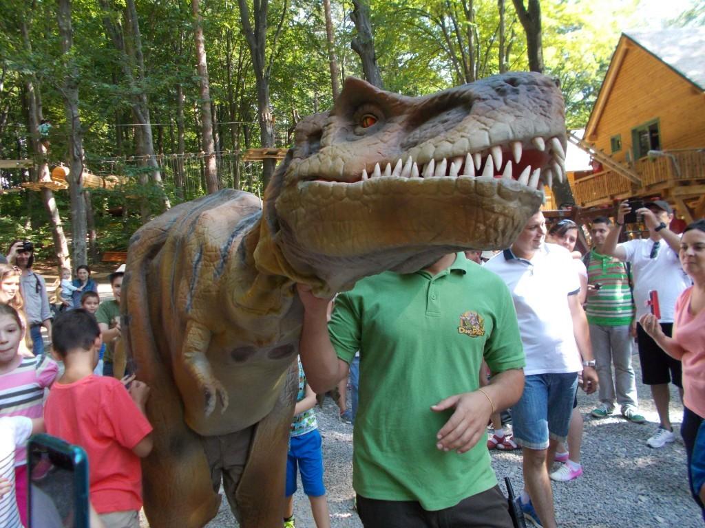 pui-dinozaur-in-dino-park-rasnov-1024x768