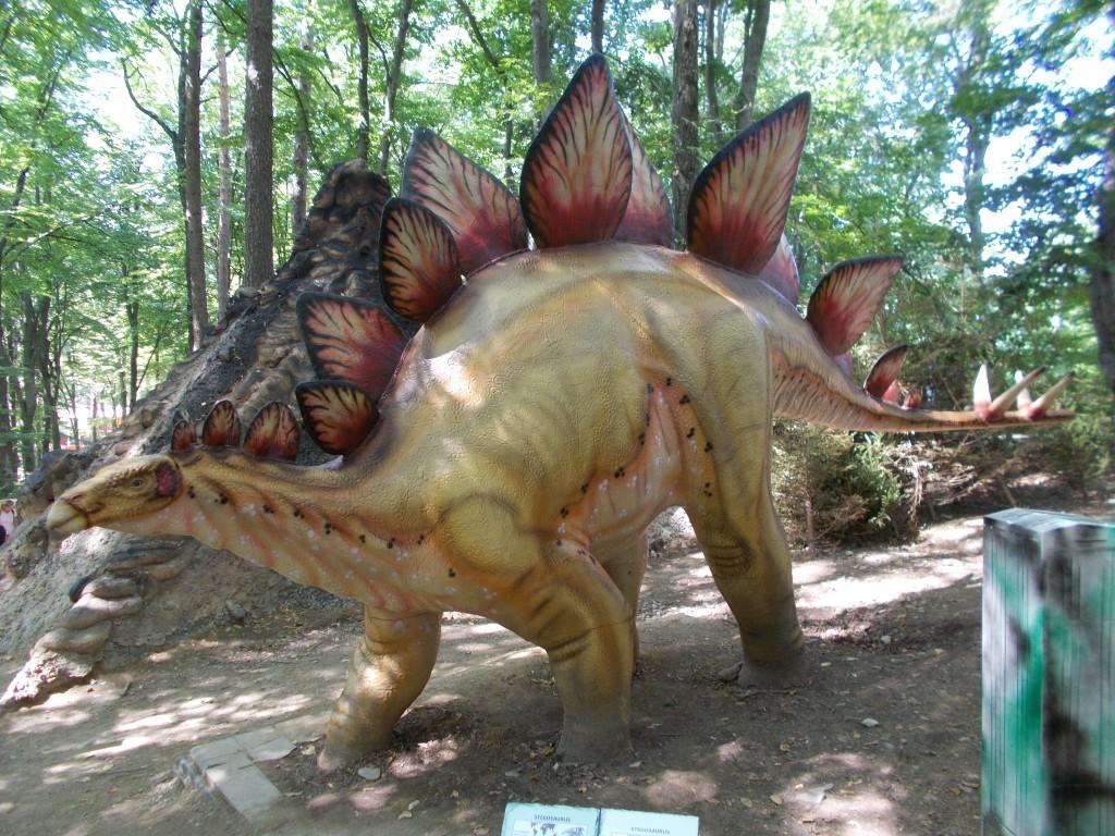 stegosaurus-dinozaur-dino-park-rasnov-1024x768