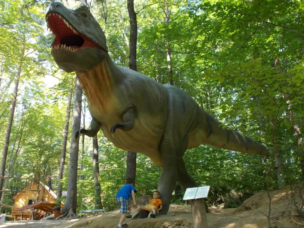 tyrannosaurus-dinozaur-dino-park-rasnov-1024x768