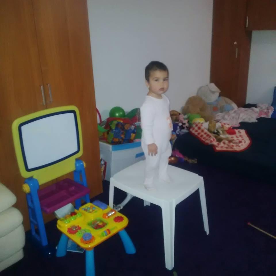 camera fetita 1 si 4 ani