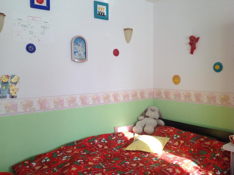 camera fetite 9 ani si 13 ani