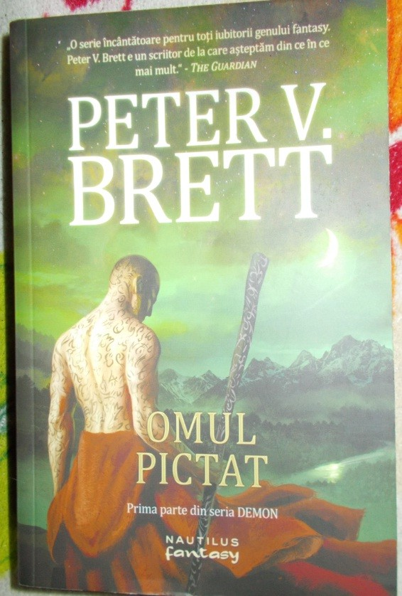 omul pictat carte